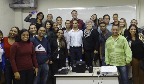 Foto com Romário e Ricardo e todos os participantes da Palestra realizada na FAMIG - FACULDADE MINAS GERAIS